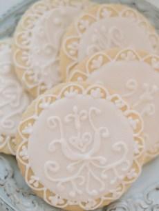 Winter wedding desserts | Light Blue Winter Wedding Read more Real Winter Weddings | fabmood.com #winterwedding