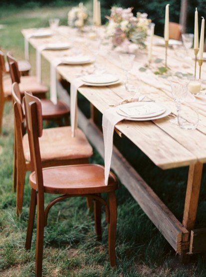 wedding table setting | Cozy and Intimate Rustic Wedding | Photography : yuriyatel.com | read more: fabmood.com