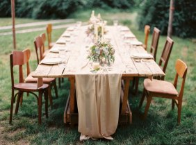 wedding table setting |Cozy and Intimate Rustic Wedding | Photography : yuriyatel.com | read more: fabmood.com