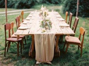 wedding table setting |Cozy and Intimate Rustic Wedding | Photography : yuriyatel.com | read more: fabmood.com