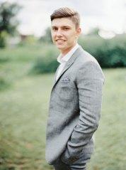 Casual groom | Cozy and Intimate Rustic Wedding | Photography : yuriyatel.com | read more: fabmood.com