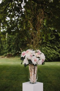 Blush Flowers and Branches arrangement for Garden wedding ceremony decoration | fabmood.com #gradenwedding #weddingdecoration