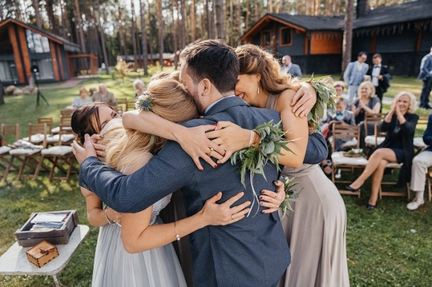 Misty grey wedding | fabmood.com #groomsmen
