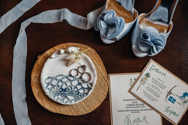 Misty grey Bradgeley Michaka wedding shoes - Rustic wedding invitation | fabmood.com #weddinginvites #weddingstationery