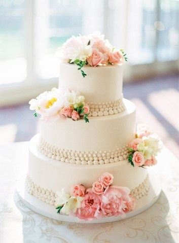 Beautiful wedding cakes to inspire you for an unforgettable wedding Elegant three tier white wedding cake  weddingcake  cakes