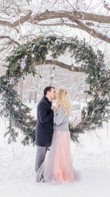 outdoor winter wedding , winter wedding ceremony , winter wedding photos