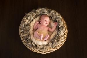 Bébé dans une couronne