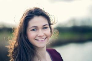 Portrait jeune fille sourire