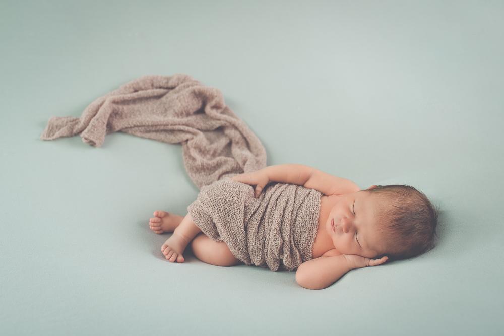 photo nouverau-né bébé endormi