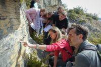 Emmanuelle Vennin et Jean-François Buoncristiani sur un affleurement avec les étudiants en L3STE