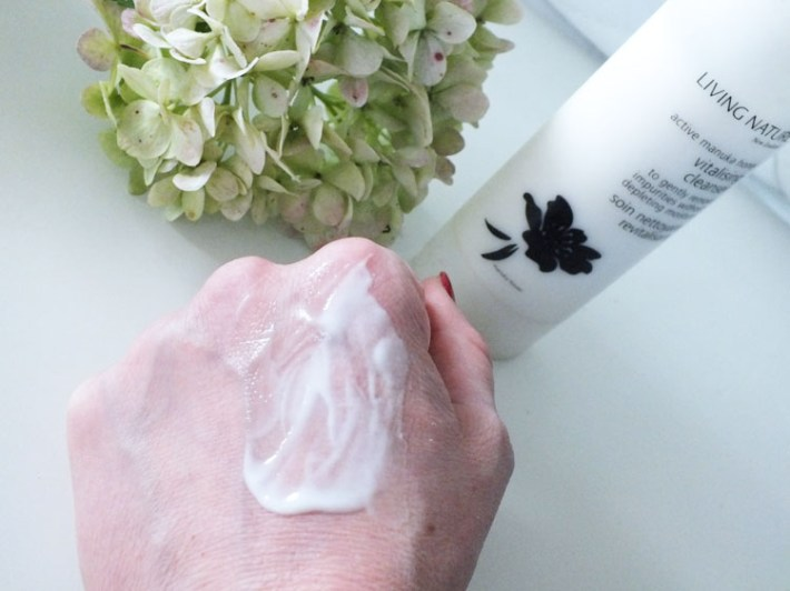 Living Nature Vitalising Cleanser reiniger review