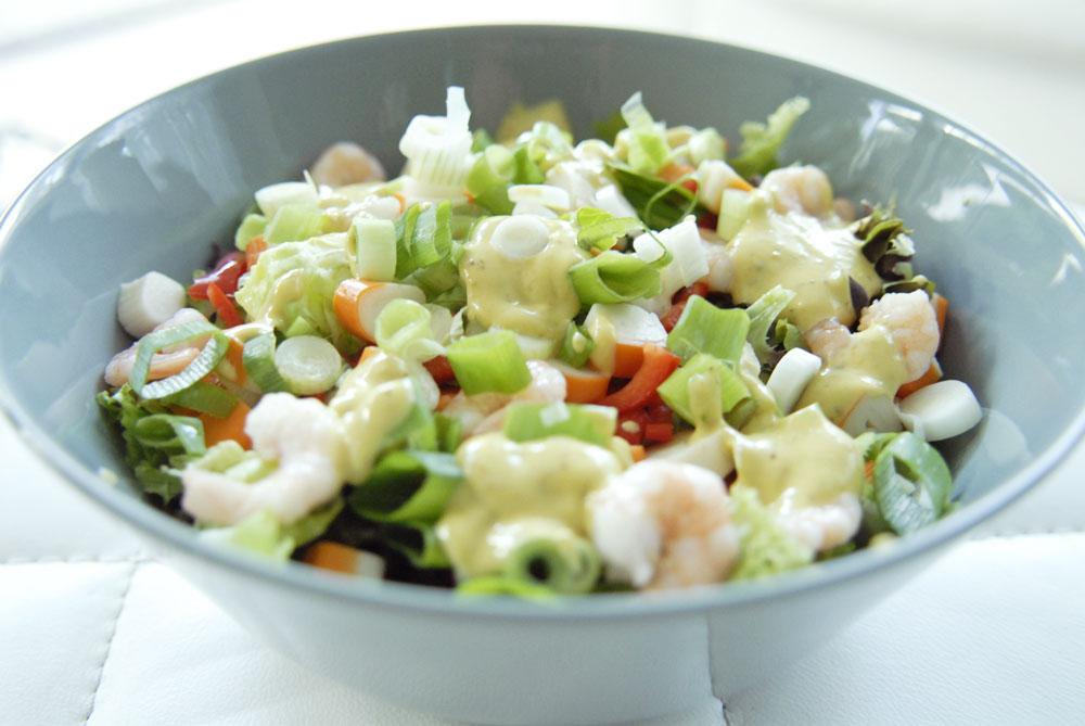 Recept: Zomerse garnalensalade met ansjovis mayonaise