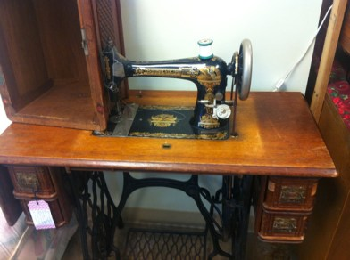 Fab-Finds-Flagler-Hammock-Thrift-Store-Singer-Sewing-Machine