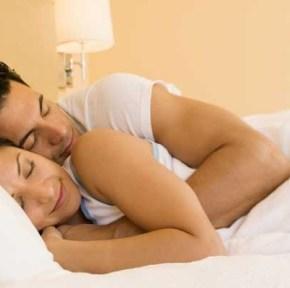 men-women-sleeping-3