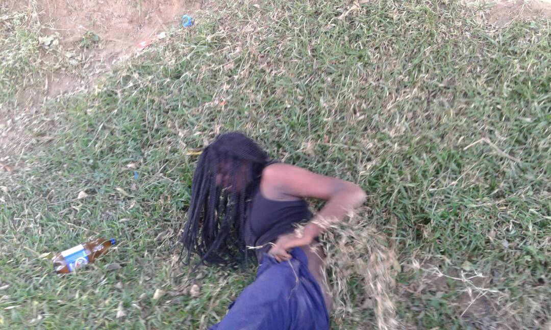 OMG! Students caught having $ex in broad daylight on school's compound (+18ONLY) 7
