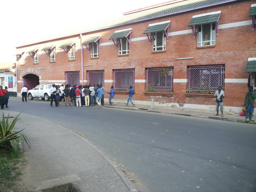 OMG! Students caught having $ex in broad daylight on school's compound (+18ONLY) 4