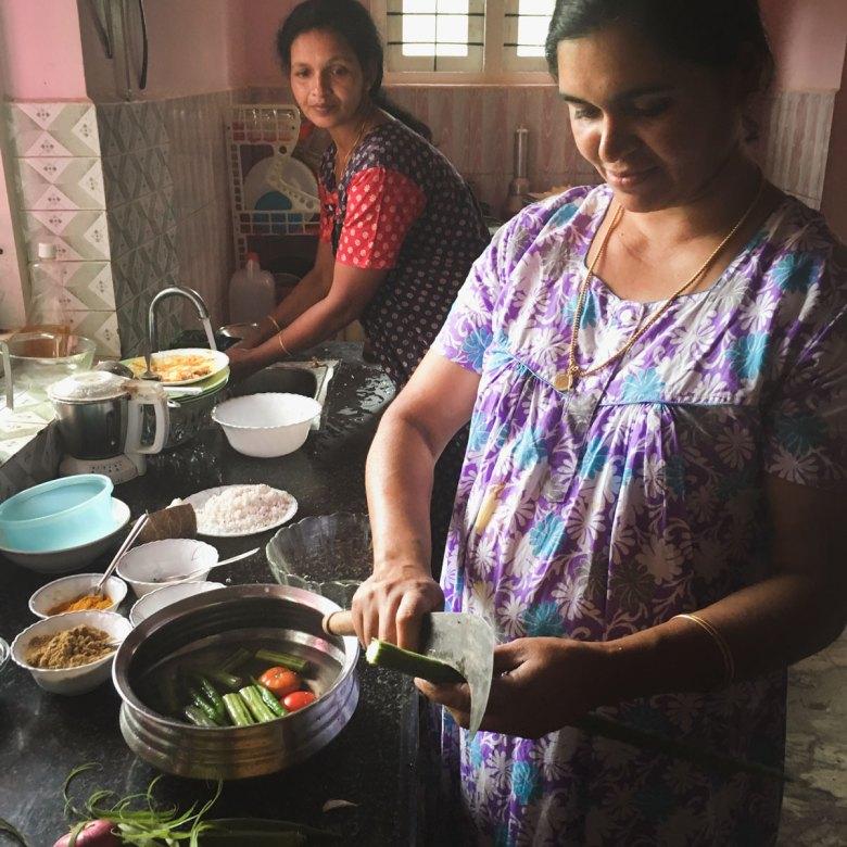 Mariam Venattu preparing Onam Avial.