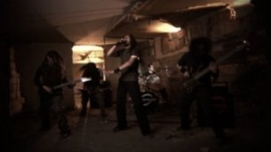 overthrowing-videoclip-02