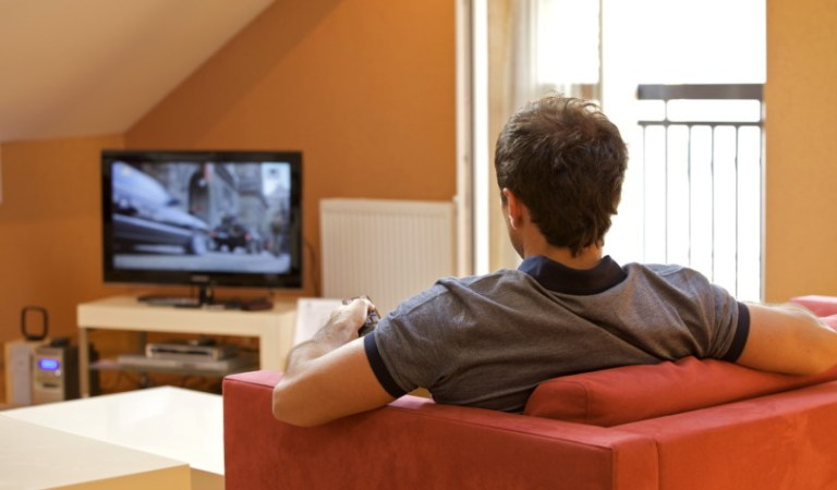 One Hour Of Watching TV Shorten Your Life By 22 mins
