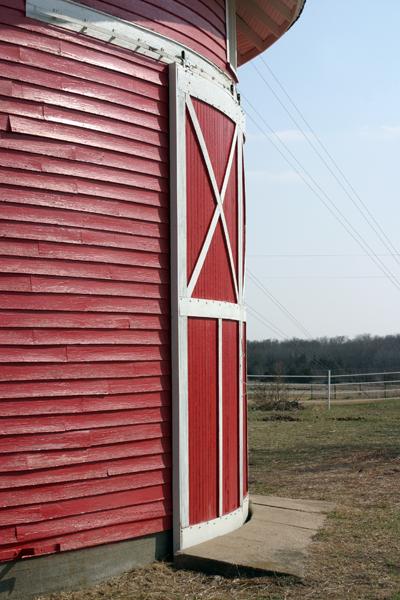 Sears Round Barn - Marysville, KS © Bob Kisken