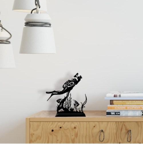 """Décoration sur pied acier """"Photographe & coraux"""""""