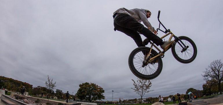 Stunt eines BMX Sportlers