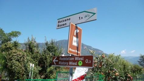 zz-europa-italien-bozen-radwegebeschilderung-am-etschradweg