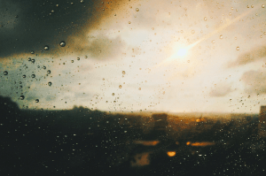 Dealing with gloomy, rainy days_How to brighten up your mood
