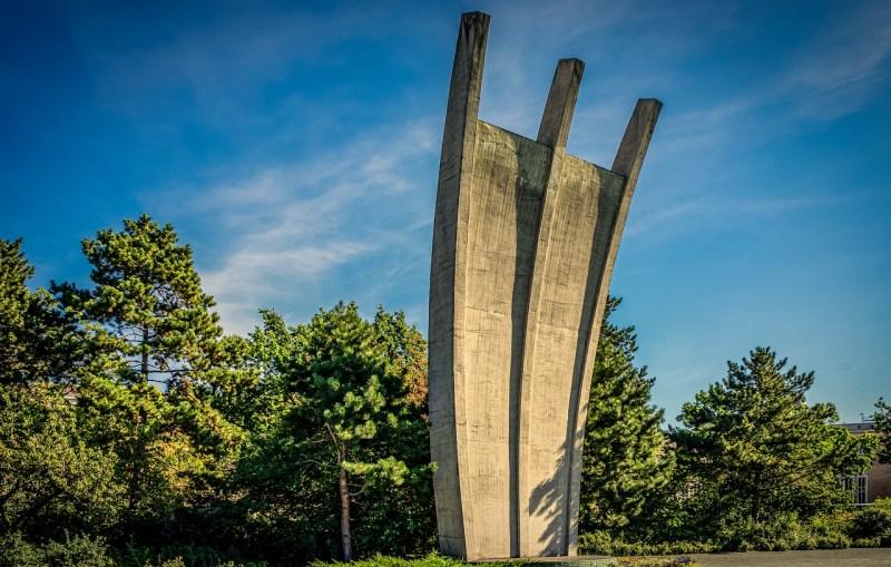 air bridge memorial, berlin, the hunger rake