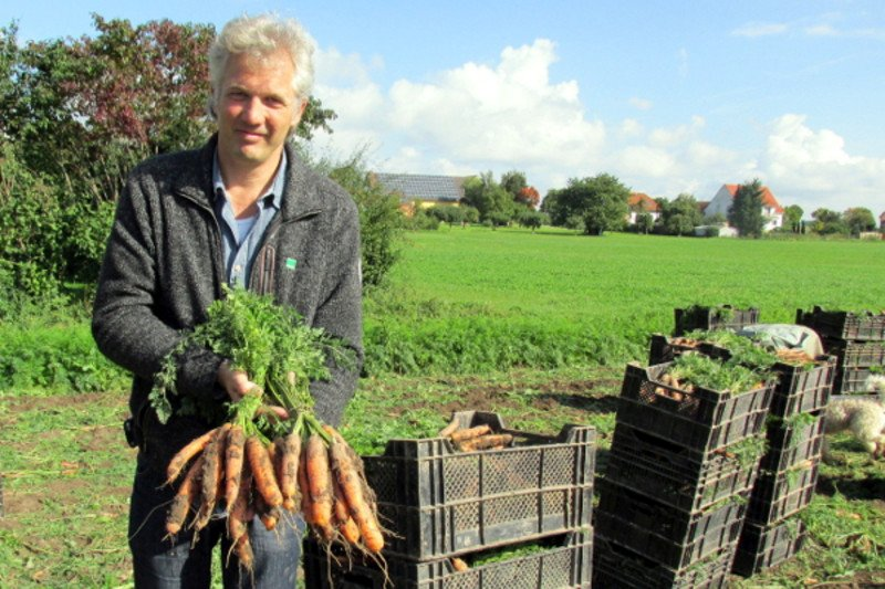 """""""Die zusätzlichen Leistungen, die der Ökolandbau erbringt, müssen auch monetär bewertet werden"""", sagt FairBio Vorstand Klaus Engemann."""