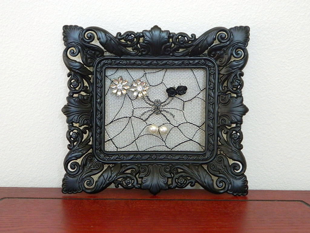 Tattooed Martha - Lace Picture Frame Holder (4)
