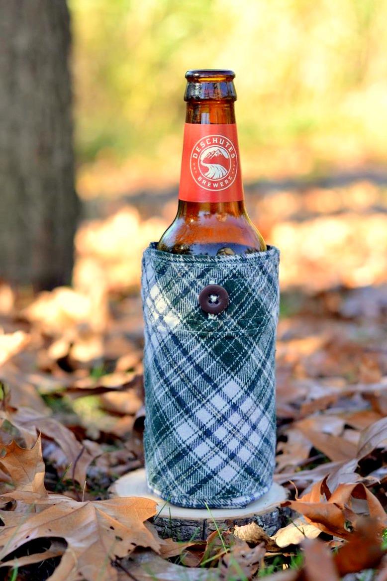 Flannel Pocket Beer Coozies (No-Sew!) on www.TattooedMartha.com