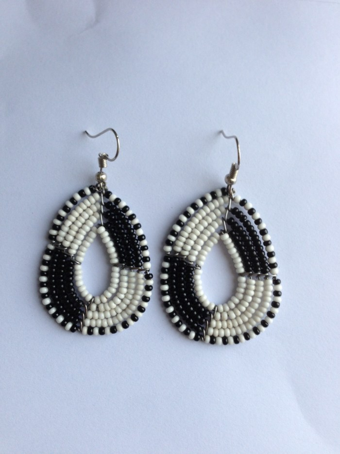 Oval black and white bead earrings JEBdbw