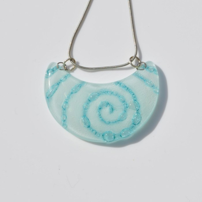 Fair Trade Glass pendant crescent white/blue JNG8