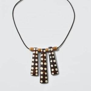 Fair Trade Bone necklace spotty batiked – JNBos