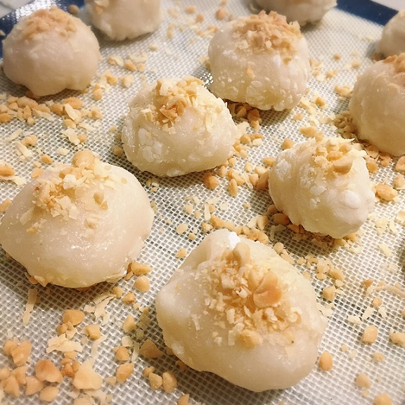 Mochi with Peanut Filling (Lo Mai Chi)