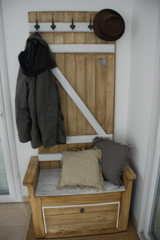 meuble d entree fait avec du bois de palette meubles par atelierquatrecoeurs