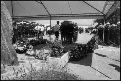 lalonde var juillet 2004 14H00 cérémonie pour la mort d'un pompier à la caserne de Lalonde