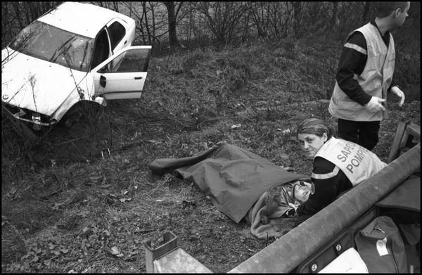 décembre 2003 11h30, rocade sud Angoulême accident de circulation sur la chaussée humide.
