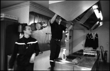 Angoulême décembre 2003 09h00, les corvées sont aussi le quotidien des sapeurs pompiers
