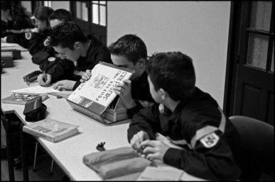 Collège St Marthe Chavagnes Angoulême janvier 2004 les jeunes sapeurs pompiers suivent une formation complète du métier de pompier.Cours pratique et théorique sont donné tout les mercredi.