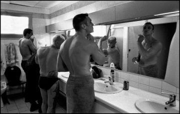 Marseille juillet 2004, dans la salle de bain de la caserne de Pointe Rouge