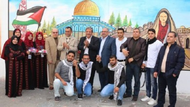 "Photo of فنانون فلسطينيون يرسمون جدارية ""لأجلك يا قدس"""