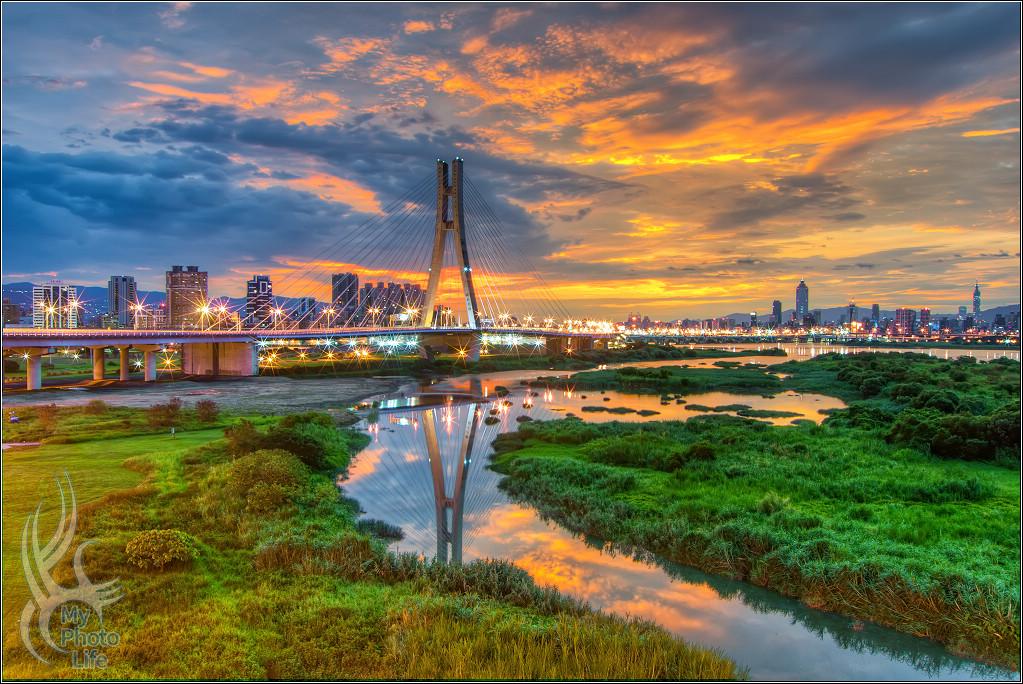 20180620新北大橋.日出雲彩