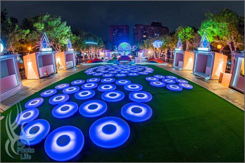 20181109板橋車站站前廣場:許願池、迷幻星球