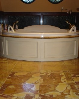 mobile bagno e rivestimento vasca