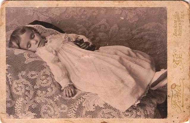 Beauty-Sadness-postmortem-photos
