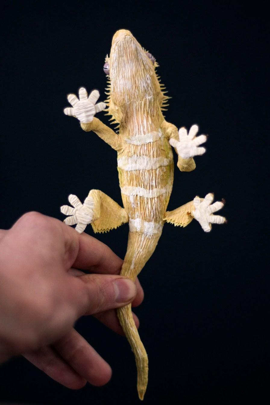 Gecko_PaperArt_Faltmanufaktur_TinaKraus_CrepePaper_Sculpture_Artwork01