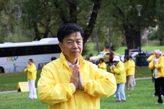 墨爾本法輪功學員劉先生感恩李洪志師父的慈悲救度。(明慧網)