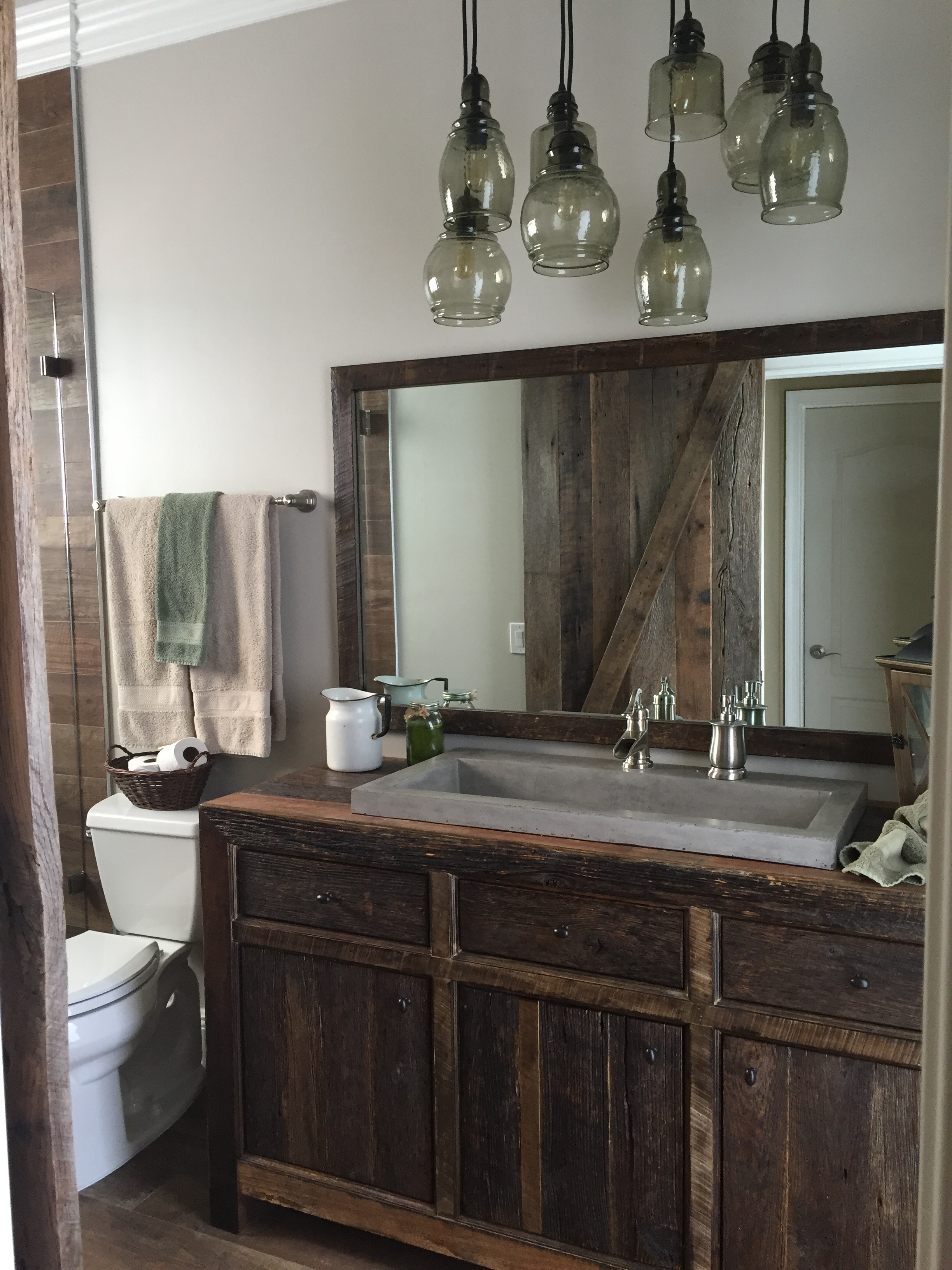 Bathroom Decor Rustic
